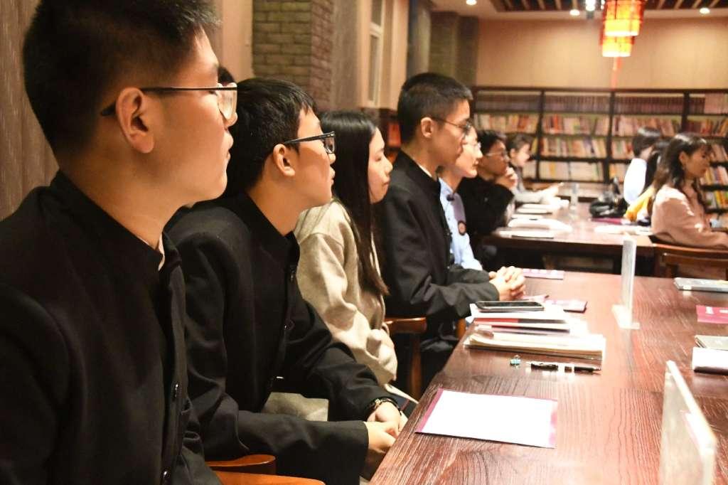 培根论读书读后感_初冬,在读书会中遇见智慧的你 - 成都外国语学校高新校区_成外 ...